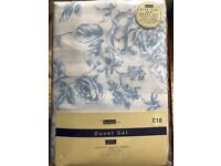 New in packaging king sized duvet set white with blue design