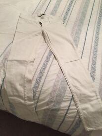 Abercrombie ladies white skinny jeans Waist 24cm, length 29cm
