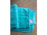 SOFT AQUA GREEN BLANKET/THROW