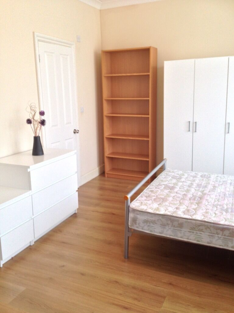 LARGE ENSUITE ROOM TO RENT IN SEVEN KINGS. ALL BILLS INCLUDED! 2 MINS WALK TO SEVEN KINGS ST.
