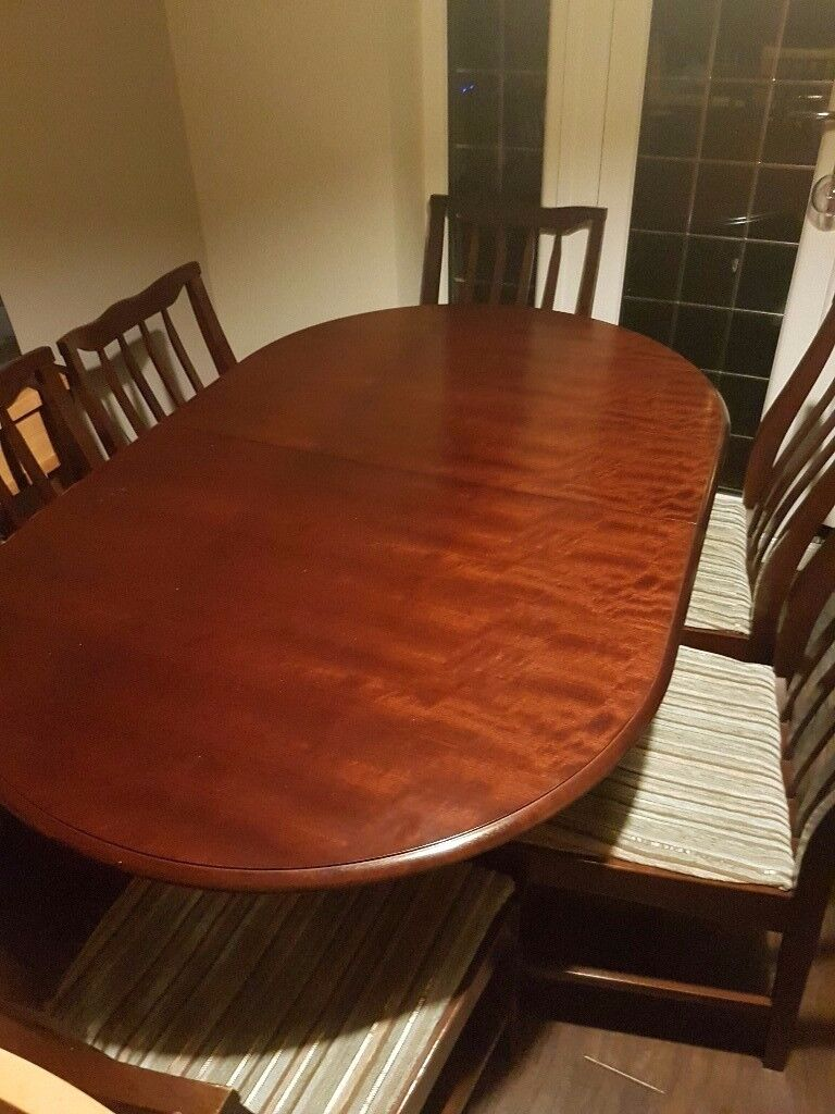 Stag extendable table and 6 chairs. Great condition.