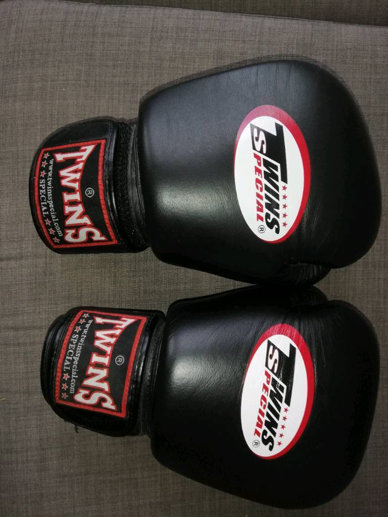 Genuine Twins Black Leather Twins Special 16oz Boxing Muay Thai