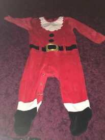 🎅🏻Santa all in one from asda age 9-12 months excellent condition