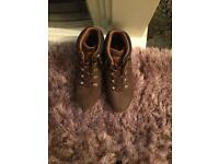Men's Genuine Timberland boots size 8 (new )