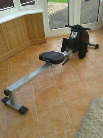 Rowing machine in excellent condition made of aluminium.
