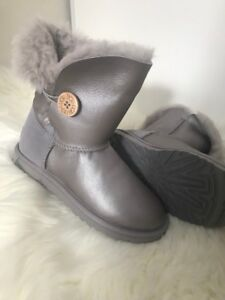 Brand New Sz 6 Authentic Ugg Bailey Button Metallic Graphite
