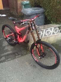 Commencal supreme Downhill Bike dh £1400 ono