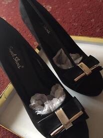 Black size 6 High Heels