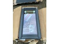 Velux roof light window and flashing kit brand new 550x980 never been used