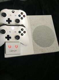 Xbox one s 500GB -COD ww2-gta5-codbo3-fortnite
