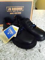 Steel Toe work shoes - Brand new size 8.5 Wide