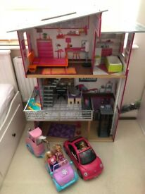 Doll House with barbie cars
