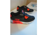Unisex Nike Air Trainers UK size 8