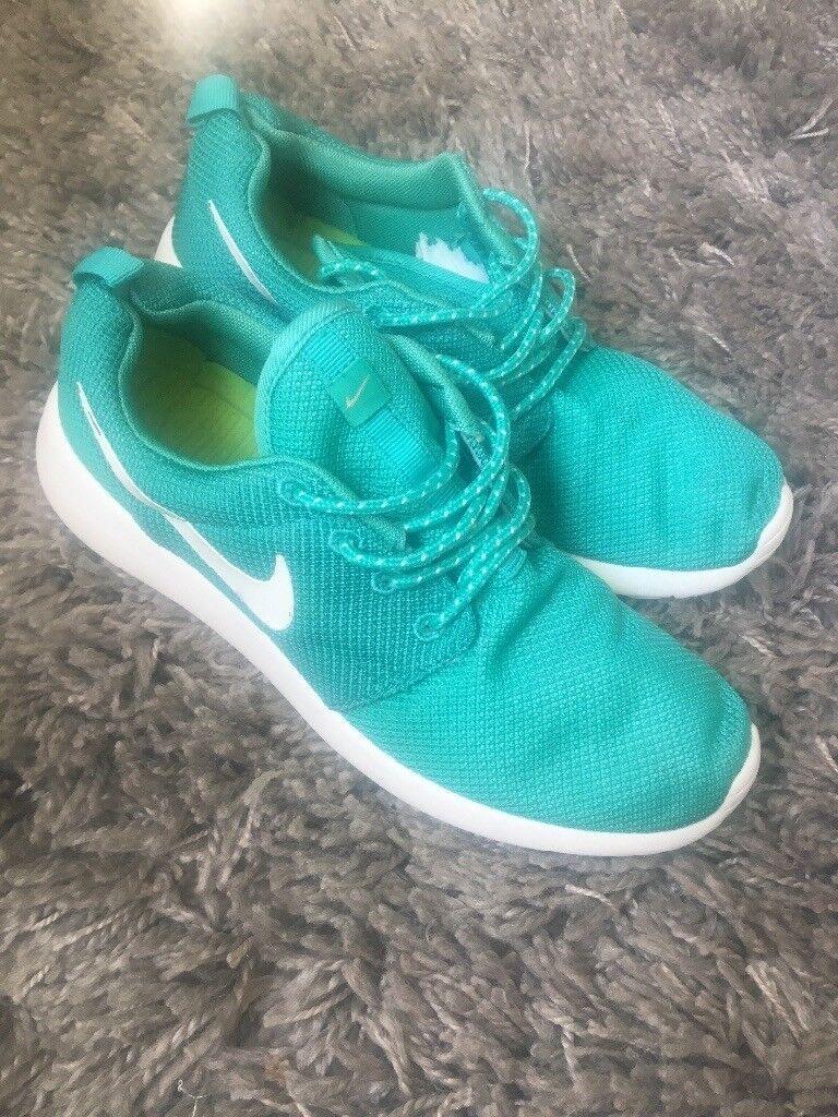 df0c905c5bf3 Nike roshe run mint green