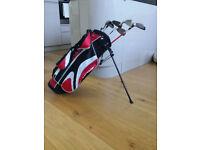 Junior Set Golf Clubs- Dunlop Bag, x5 Clubs Total. 1 x Wood, 1x Putter, x3 Irons.