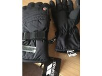 Trespass Boys Ski Gloves size 8-10