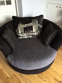 Nearly new sofa set