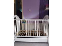 Baby cot + accessories