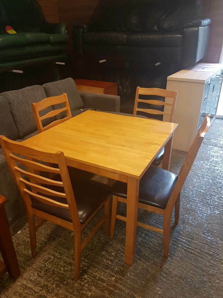 Hidden Leaf Oak Tablevand 4 Chairs