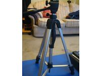 Tripod, very sturdy, spirit level, adjustable legs, spikes, central hook, not heavy, good as new