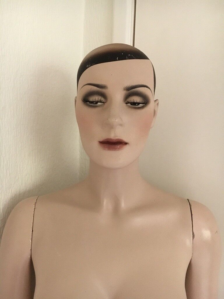 Full female Art Deco mannequin