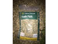 7x bags Travis Perkins Stones Chippings Cotswold hardcore decorative