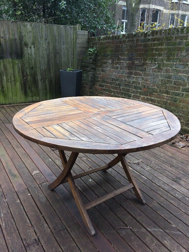 Outdoor dining table chairs