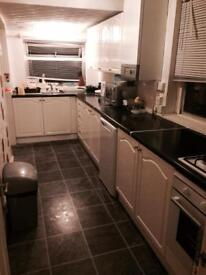 DOUBLE ROOM TO LET IN FILTON