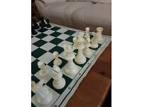 Plastic tournament staunton chess set and vinyl board