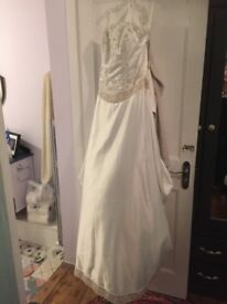 Stunning wedding dress - never worn