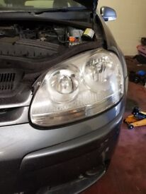VW GOLF 5 HEADLIGHT IN VERY GOOD CONDITION WITH LIGHT INCL