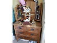 Wooden chest/dresser/chest of drawers