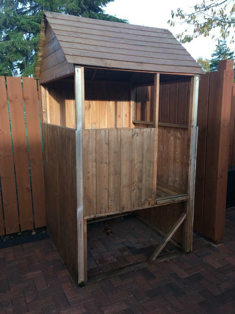 Outdoor wooden playhouse / fort