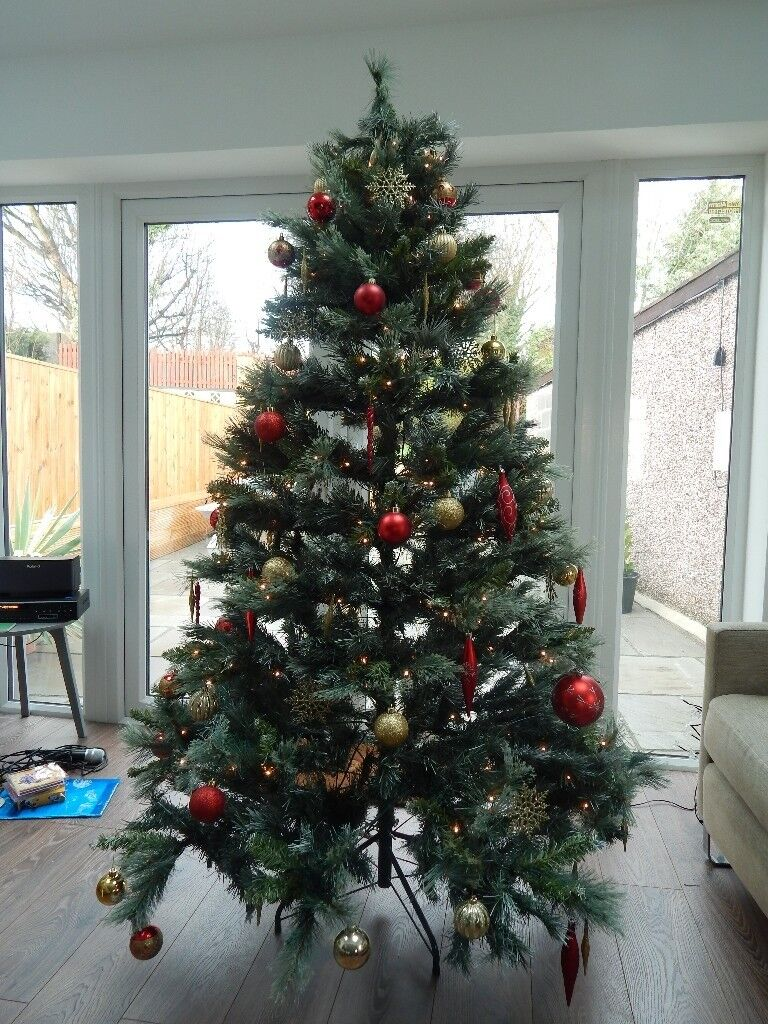 Christmas Tree 6foot 6 In Tall Pre Lit Led Including Over 70 Decorations