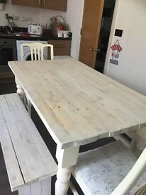 Shabby chic rustic 6 seater dinning table. White wood hardly used, 1 year old great condition