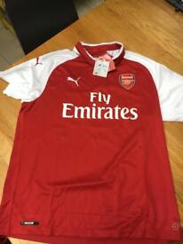 Arsenal Home Jersey 2017/18 -Mens XL - BELLERIN 24. BRAND NEW WITH TAGS
