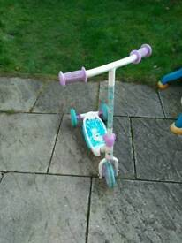 Frozen scooter size 3 - 5 years