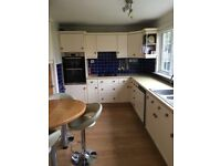 Excellent Magnet Shaker Kitchen in cream / ivory with Bosch & Neff Appliances