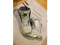VANS Women's Snowboard Boots size (5.5)UK - BOA