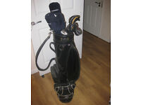 SET OF GOLF CLUBS, BALLS AND BAGS