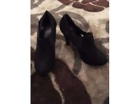 Black wide fit heeled shoes size 4