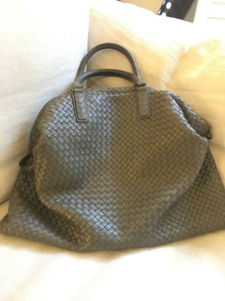 781ce7c00f BOTTEGA VENETA - INTRECCIATO NAPPA MAXI CONVERTIBLE BAG in Gray