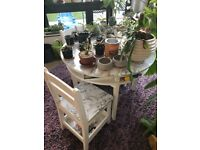 White round table and 4 chairs