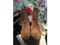 Tan mud heel ankle boots size 5