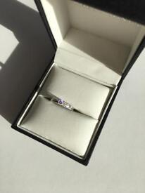 **Valentines** 18ct white gold, diamond engagement ring