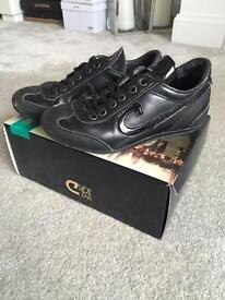 Boys Black Cruyff trainers size 13