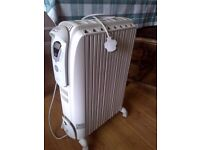 2kW de Longhi Dragon radiator oil heater with digital timer and various settings