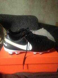 Men's Nike Tiempo's football boots size 11