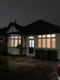 Stunning 3 Bedroom Semi Detached Bungalow in Romford to LET!!!!!!!!