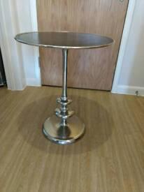 Beautiful side/ Lamp table